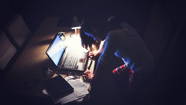 internnet - laptop - serfarisma - vradi