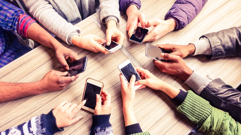 efivoi- enilikes -kinita - tilefona - smartphones -