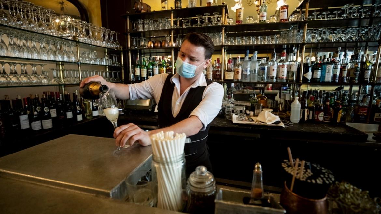 sampania - mpar - bar - alkool - barman - potiri ΦΩΤΟΓΡΑΦΙΑ ΑΠΕ ΜΠΕ 19-03-2021-
