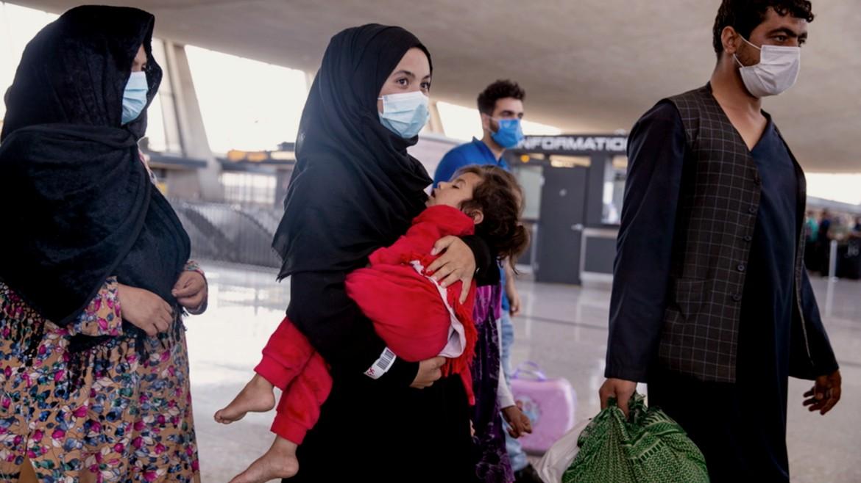 afganoi - prosfyges - maskes - oikogeneia - aerodromio - kampoul - afganistan - ape mpe 24-08-2021--