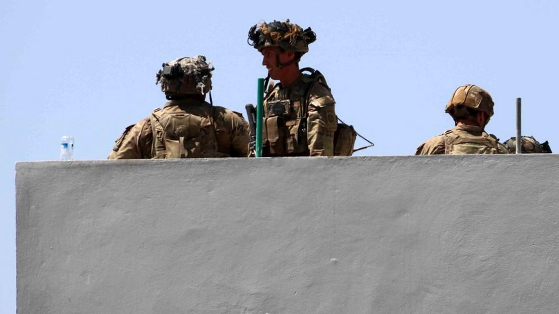 kabul - afganistan - stratiotes - pyrgos aerodromiou - enoploi - ape mpe 26-08-2021--