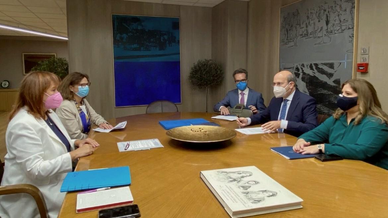 hatzidakis - xatzidakis - kostis -ypoyrgeio - ergasias - Dubravka Suica - maskes - synantisi - photo by ypergasias.gov.gr (1)